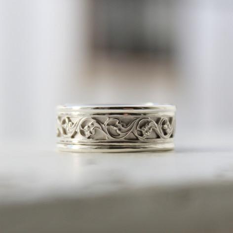 Galeriering in Silber