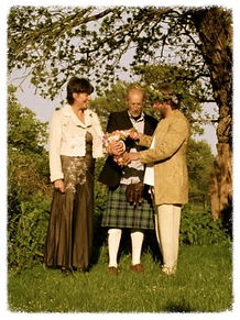 Independent wedding celebrant, tailor made wedding ceremonies, wedding druid, Gloucestershire