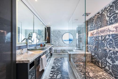 Crystal Penthouse with Verandah Bathroom
