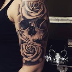 skull roses realistic tattoo.jpg