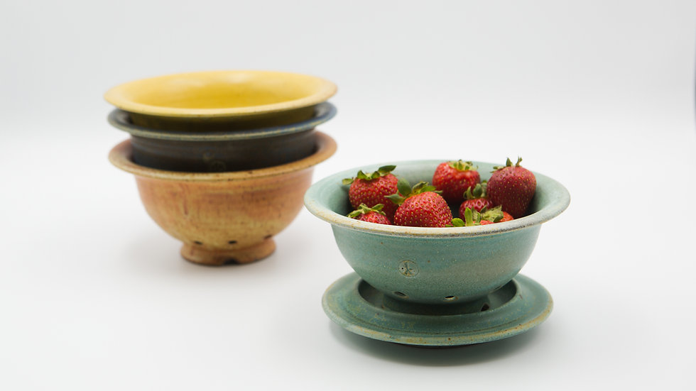 Berry Bowl with Drain Plate