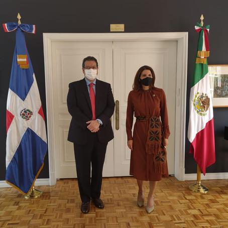SE REÚNE MARCO MENA CON EMBAJADORADE REPÚBLICA DOMINICANA EN MÉXICO