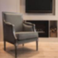 Sillon de madera clásico tapizado