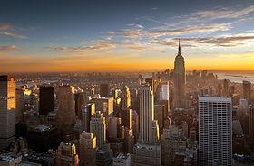 Ciudad de la puesta del sol sobre Nueva