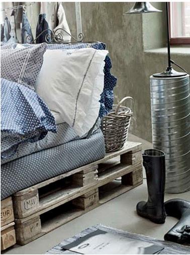 lit-palette-bois-dans-chambre-maison-campagne.jpg