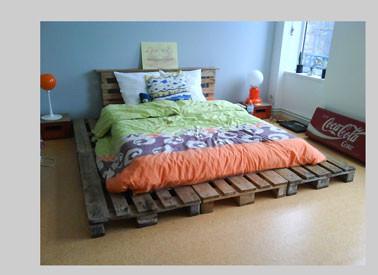 decoration-chambre-avec-lit-palette-bois-couette-orange-bleu-vert.jpg