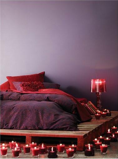 chambrecouleur-rouge-prune-lit-palette-bois.jpg