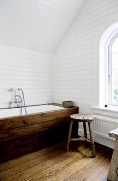 salle-de-bain-rustique-elegante-en-bois.jpg