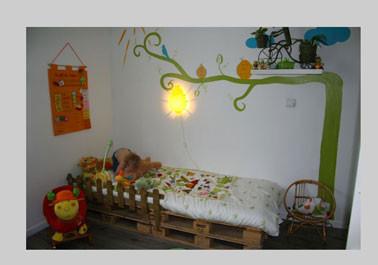 lit-chambre-enfant-avec-palette-bois-.jpg