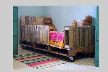 lit-chambre-enfant-palette-bois-peinture-couleur-vert.jpg