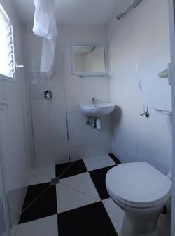 שירותים חדר 4 טוב