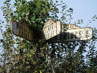 Dilwyn sign post