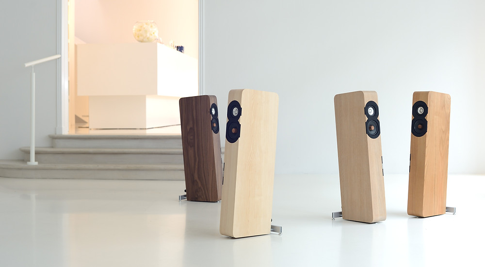 4 Boenicke Audio W8 loudspeakers in a white room