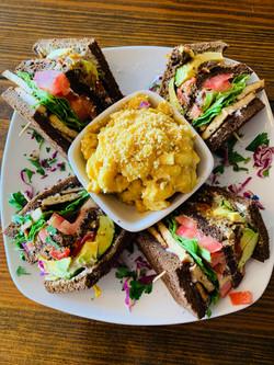 billie club with sriracha mac n cheese
