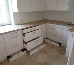 IWO corner kitchen drawers_edited.jpg