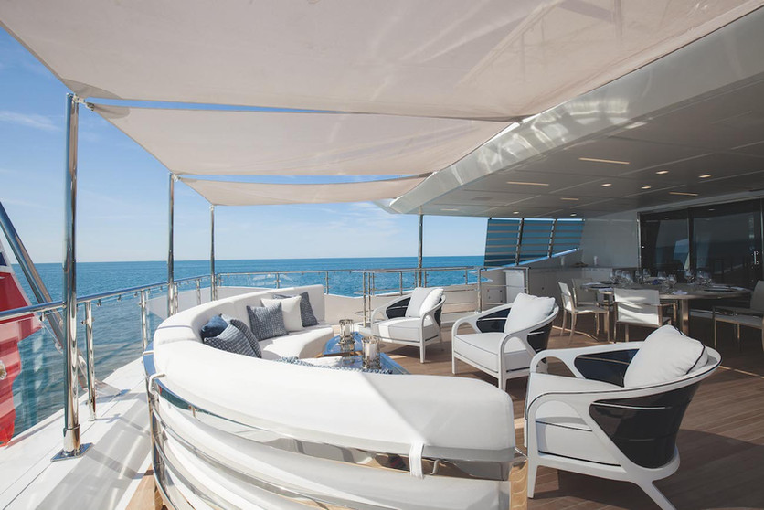 upper-deck-aft-with-alfresco-dining-and
