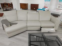 € 2470.00  Art. 03 - divano con meccanismo relax in pelle