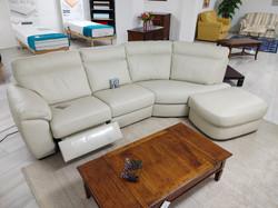€ 2070.00  Art. 82  - divano in pelle con meccanismo relax elettrico