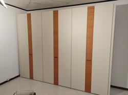 € 2488.00 Art. 181 - armadio battente in legno laccato