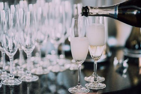 champagne-4RTS2FJ.jpg