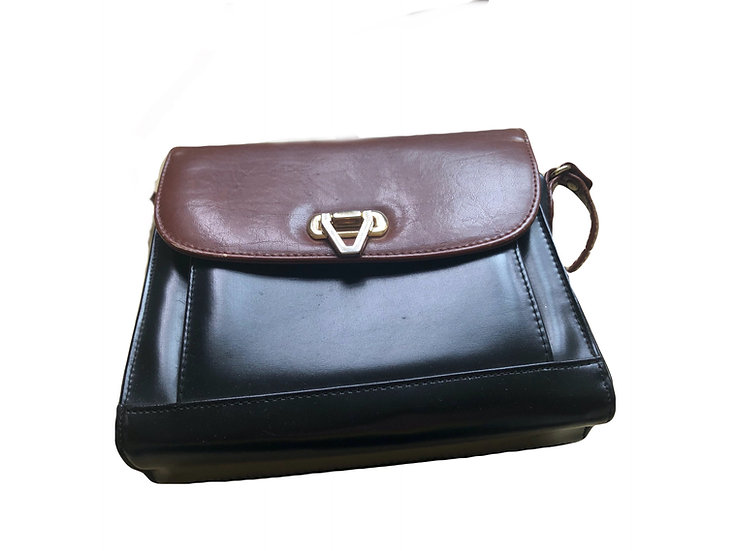 Braune und schwarze Handtasche mit goldene Spange
