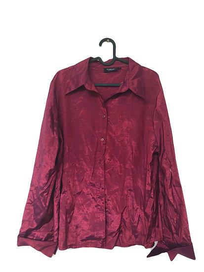 Rote Bluse aus Kunstseide