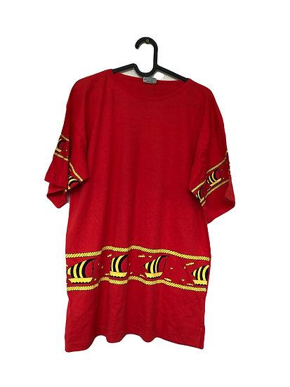 Rotes  Sport T-Shirt mit gelbem Schiffsmotif