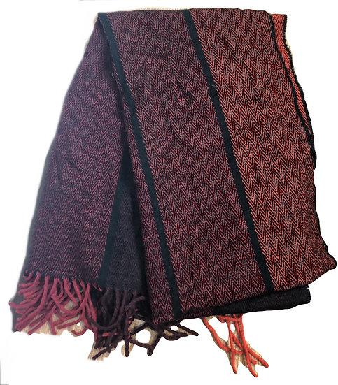 Schwarz/roter Schal inHahnentrittmuster