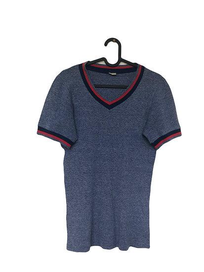 Blaues Sport T-shirt mit Streifen am Hals und Ärmel