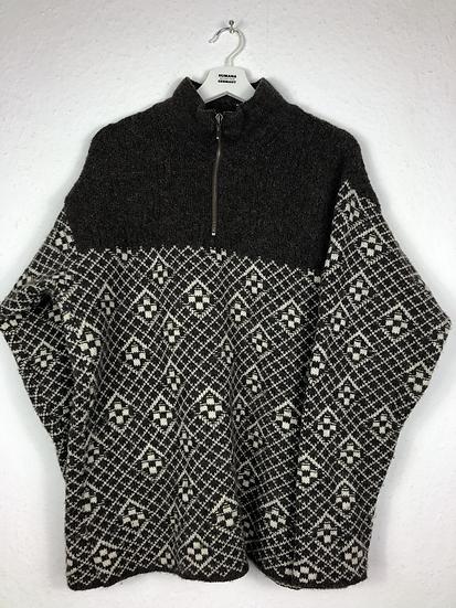 Brauner Norwegerpulli mit beigem Muster