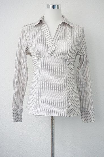 Weiße Bluse mit silbernen und schwarzen Streifen