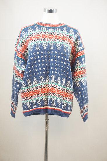 Dunkelblauer norweger Pullover mit Ornamenten