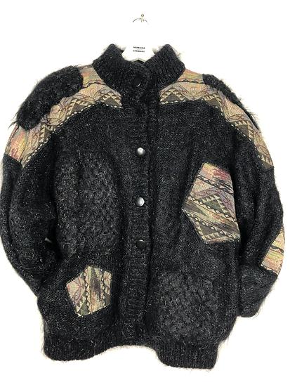 Schwarze Vintagejacke mit beige/braunen Flicken