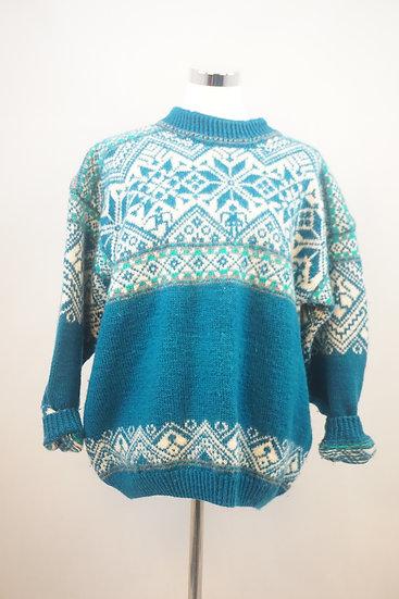 Traditioneller norwegischer Pullover mit Blumenornamenten