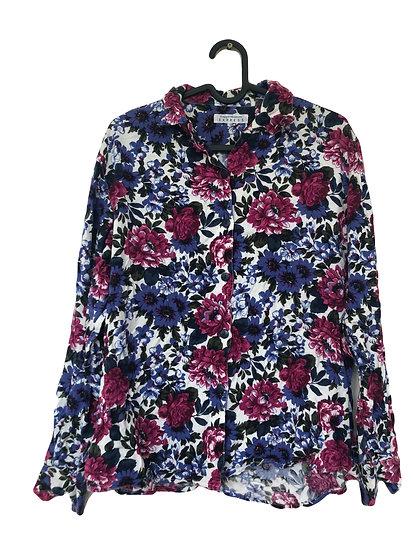 Bluse mit Blumenmuster auf weiße Hintergrund