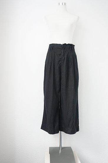 Luftige schwarze Hose mit falten