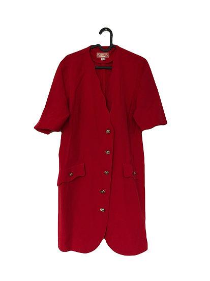 Rotes Kleid mit goldenen Knöpfen und  Taschen