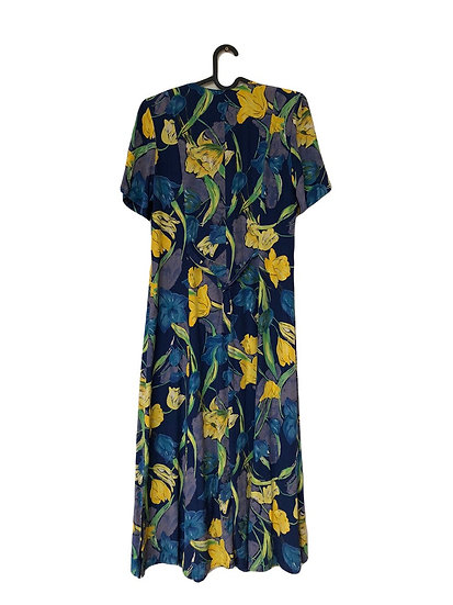 Blaues Kleid mit Tulpen