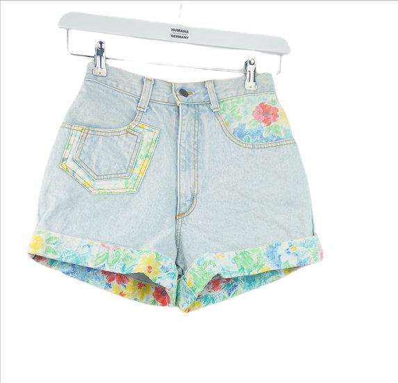 """Blumenmädchen!"" - Blaue Shorts mit Blumenmotiv"