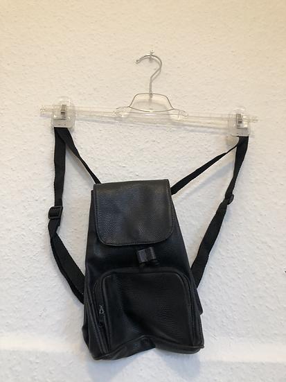Kleiner Schwarzer Rucksack mit Schlangenmuster