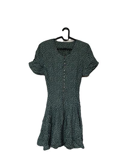 Grünes Kleid mit kleinem Edelweiß Muster, Knöpfen und Taschen