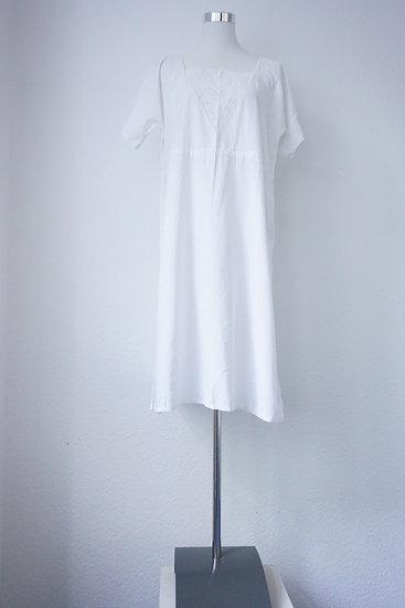 Weiße Nachtwäsche