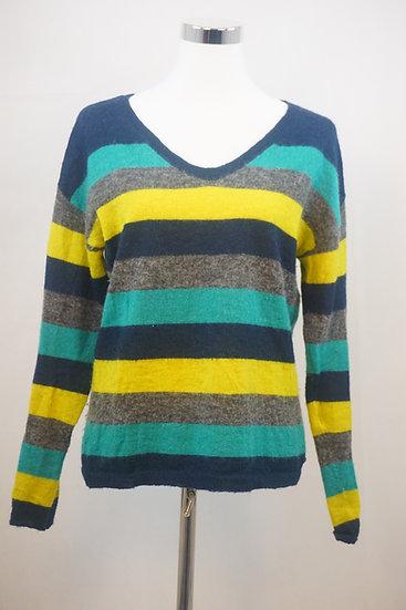 Grauer Pullover mit bunten Streifen