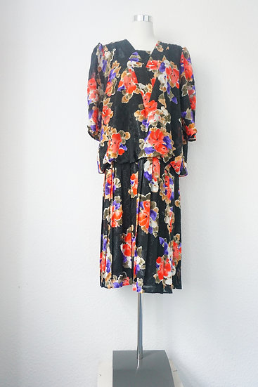 """""""Blumenstrauß""""- Schwarzes Kleid mit roten Blumen"""