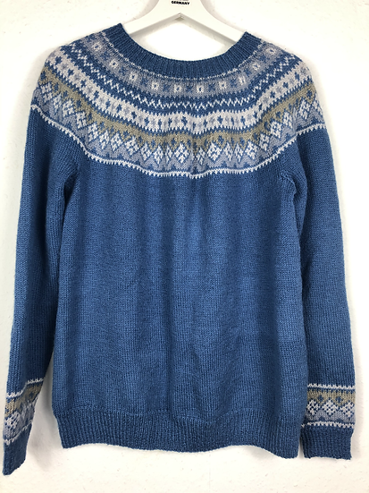 Blauer Norwegerpulli mit grau/weissem Borte