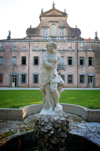 Statua della fontana principale