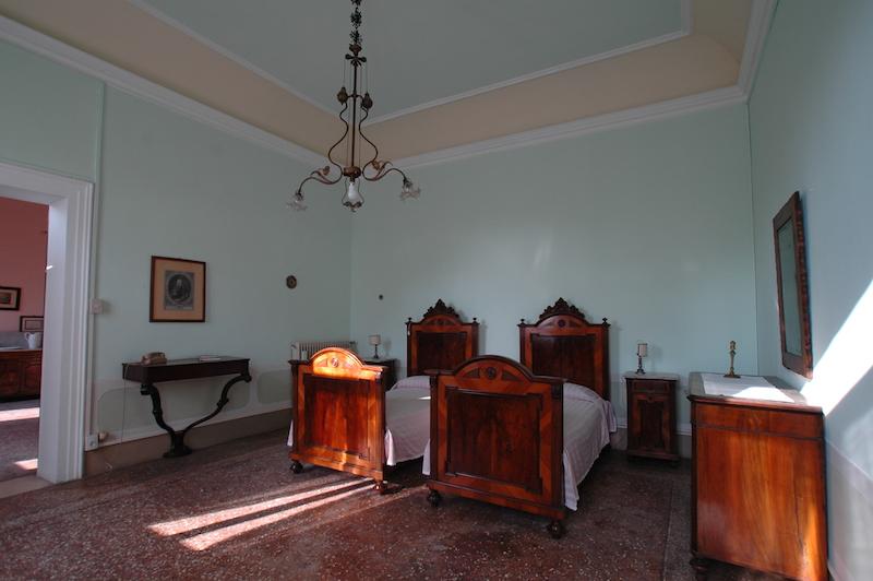 Camera da letto azzurra