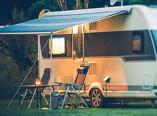 Travel Trailer Caravaning. RV Park Campi