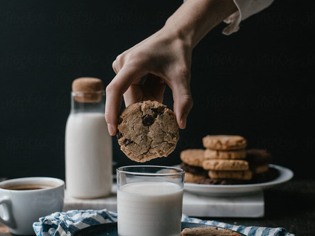 There Is the Real Reason Dunking Cookies in Milk Tastes So Darn Good