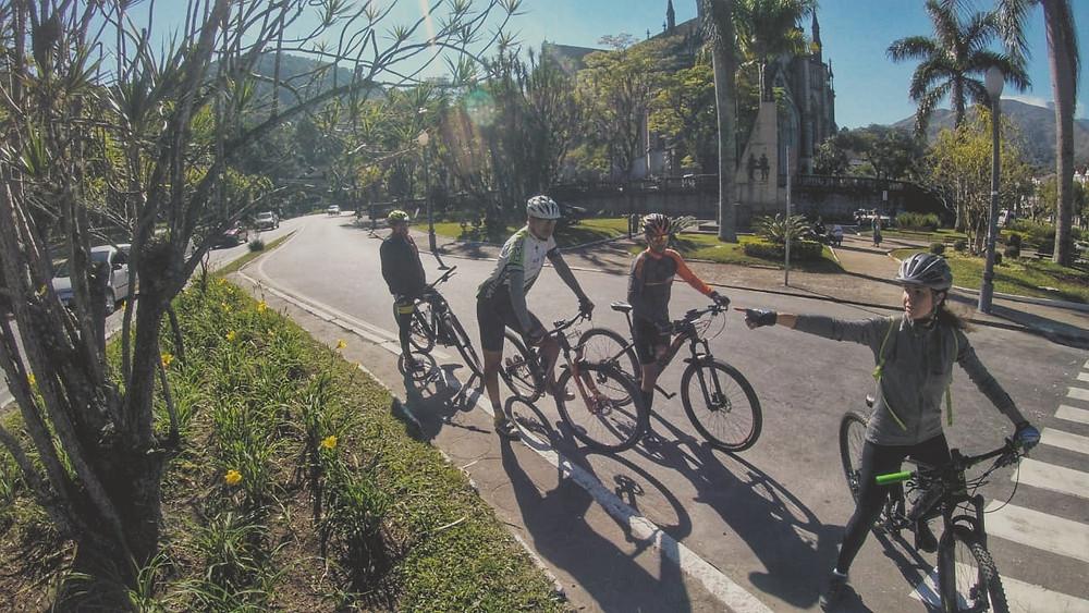 Membros da diretoria da Acipe percorrem trechos da futura ciclorota.